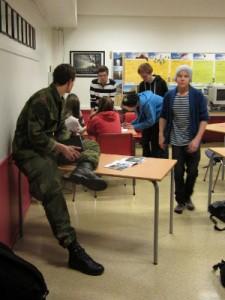 Mye springing inn og ut av klasserommet for å se på den figuren.
