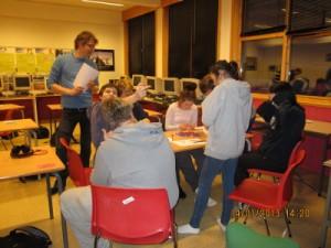 Gruppe 1 var klar til å begynne bygginga før de 20 minuttene med planleggingstid var omme.